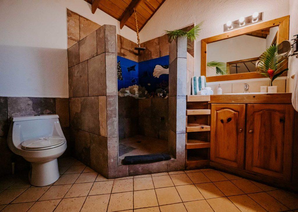 Tropical bathroom Roatan Eagle Ray