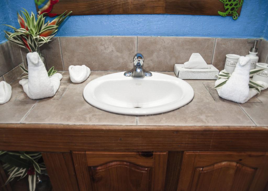 bathroom-tortuga-cabana