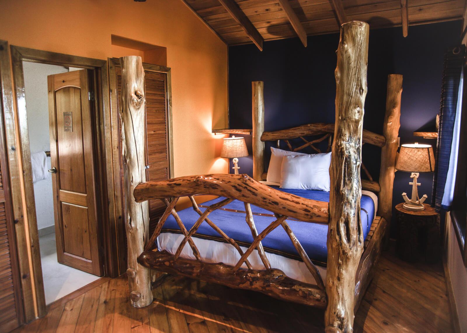 three-frog-bedroom