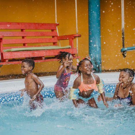 Zábava v bazénu Tranquilseas